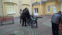 В Петербурге снесли памятник Стиву Джобсу из-за заявлений Тима Кука