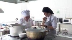 В Нур-Султане появился первый ресторан с глухонемым персоналом