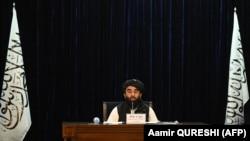 """Представитель группировки """"Талибан"""" Забихулла Муджахид на пресс-коференции в Кабуле 7 сентября 2021 года"""