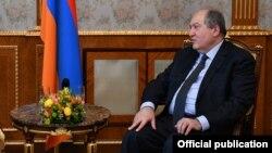 """Армен Саркисян призвал """"обеспечить стабильность страны и нормальную работу Вооруженных сил"""""""
