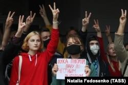 Участники акции протеста в поддержку студентов Минского государственного лингвистического университета (МГЛУ), 7 сентября 2020 года. Фото: ТАСС