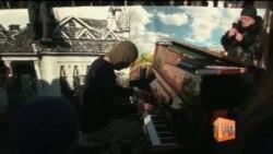"""Пианист-экстремист"" выступил на площади Славянска"