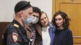 Слева направо: Армен Арамян, Наталья Тышкевич и Алла Гутникова – трое из четырех задержанных сотрудников редакции журнала Doxa