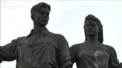 В Литве сносят советские скульптуры на Зеленом мосту