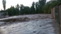 В Таджикистане эвакуировали село – на него второй раз сошел сель