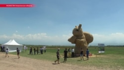 Казахстанцы не оценили скульптуру белки за $65 тысяч и сделали в тысячу раз дешевле