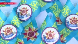 В Казахстане раздают голубые ленточки вместо георгиевских