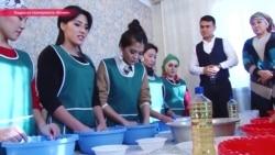 """Как угодить свекрови: киргизские феминистки недовольны телешоу о """"домострое"""" в семье"""