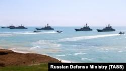 Корабли ВМФ России во время учений у берегов аннексированного Крыма. Апрель 2021 года