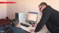 Активист сам собирает компьютеры и бесплатно дарит их детям