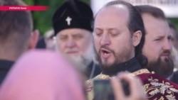 Протест-молебен: Украинская православная церковь вывела верующих под здание Верховной Рады