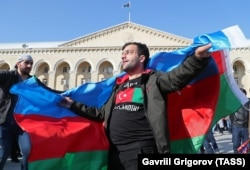 Azerbaijanis in Baku on November 10, 2020 celebrate the Russia-brokered Karabakh peace deal and the return of Azerbaijani territories.
