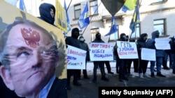Митинг около Офиса президента Украины во время заседания СНБО 19 февраля 2021 года