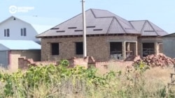 Жители Кыргызстана годами строили дома на сельхозугодьях. Теперь их освободили от выплат компенсаций