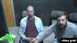 Александр Чикало (слева) и Иван Близнюк (справа) по видеосвязи из тюрьмы на заседании суда Буэнос-Айреса, 29 апреля 2021 года