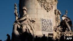 Протесты против увеличения полномочий полиции и силовиков в Париже