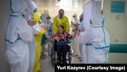 Иллюстративное фото. Отделение для пациентов с коронавирусом в московской больнице, апрель 2020 года. Фото: Юрий Козырев