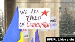 A banner at a December 6, 2020 rally in Chisinau to support President-Elect Maia Sandu's demand for early parliamentary elections after parliament denied the president control of Moldova's intelligence service.